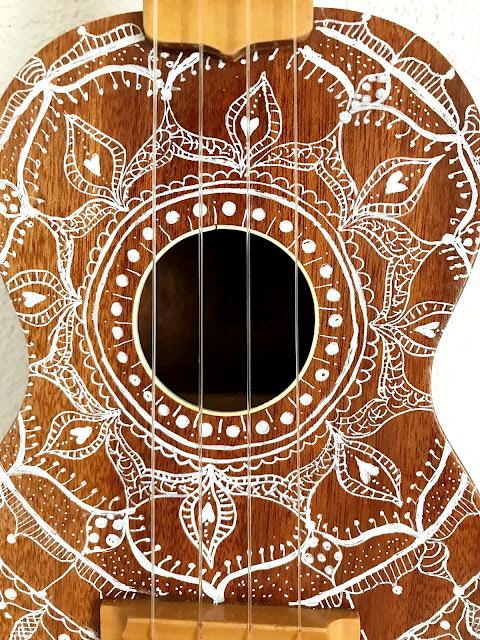 mit Strich und Faden: Mandala auf Ukulele Detail
