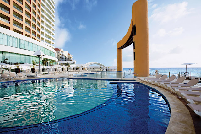Enjoy the best all-inclusive family resort in Beach Palace Cancun and enjoy the luxurious accommodations, fun activities, and the best attention. Book with us now!