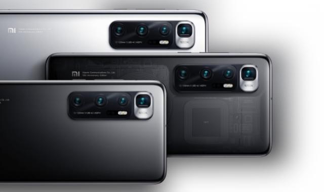 يحمل أول هاتف Ultra في تشكيلة Xiaomi تحسينات ملحوظة على Mi 10 Pro بما في ذلك عرض معدل التحديث 120 هرتز والشحن اللاسلكي 50 واط والشحن السريع السلكي 120 واط. حول الجزء الخلفي ، تقوم Xiaomi بإحضار وحدة periscope مع مستشعر كبير بدقة 48 ميجابكسل وزوم رقمي 120x جانب مطلق النار الأساسي الأكبر حجمًا 48 ميجابكسل ووحدة تليفوتوغرافي أقصروكاميرا فائقة الدقة مقاس 13 مم.    تم تصميم Mi 10 Ultra حول شاشة منحنية مقاس 6.67 بوصة FHD + OLED .    معدل التحديث المذكور أعلاه 120 هرتز مصحوب بأخذ عينات باللمس 240 هرتز للتشغيل السلس. تتميز لوحة HDR 10+ بنسبة عرض إلى ارتفاع تبلغ 19.5: 9 ويمكن أن تصل إلى سطوع ذروة 1120 نت