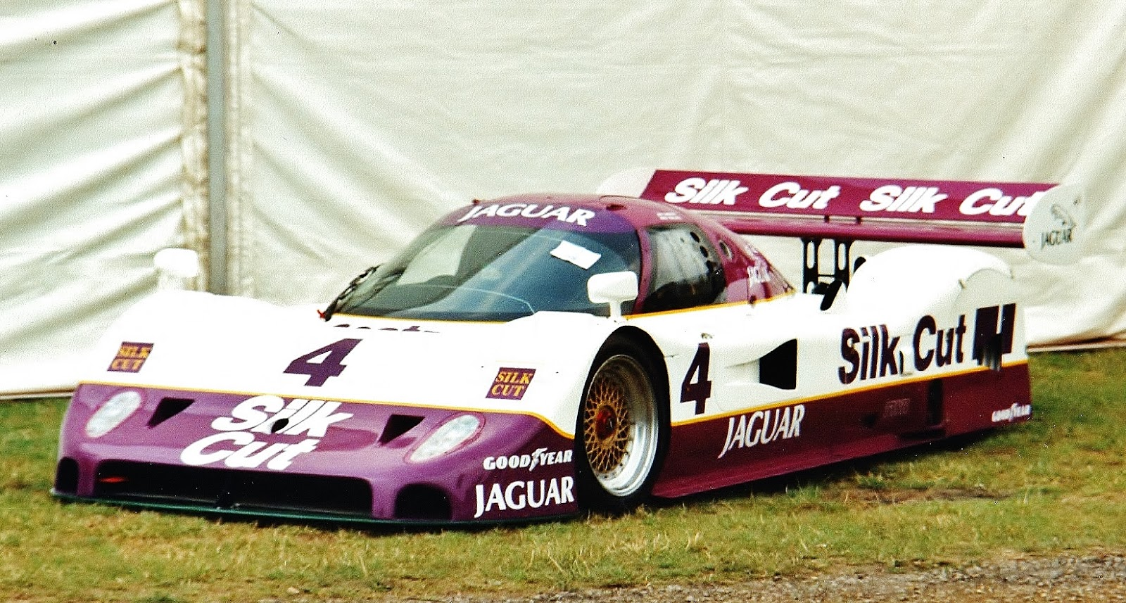 ferraris and other things: jaguar xjr-11