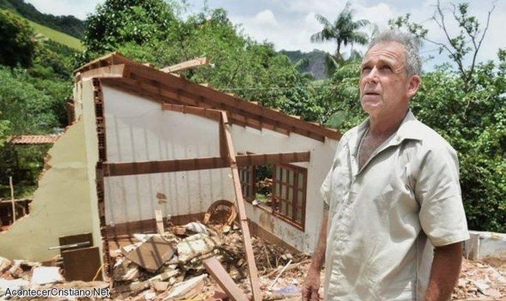 Hombre sobrevivió a deslizamiento de tierra