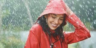 Tips Merawat Rambut Saat Musim Hujan
