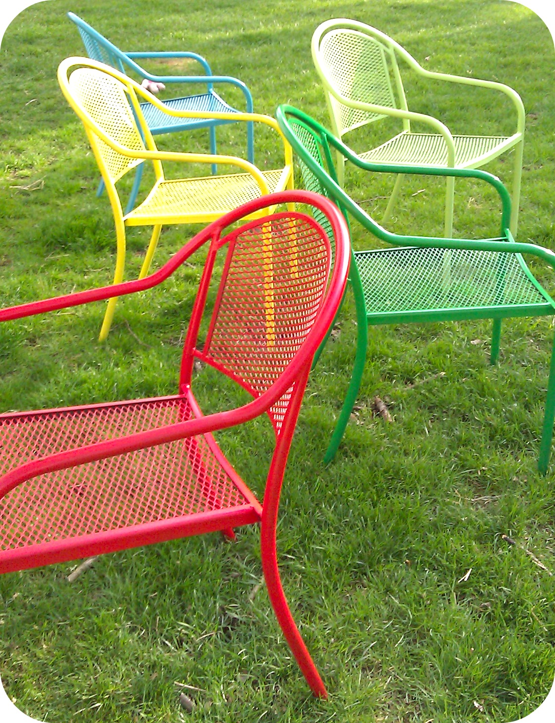29 cool spray paint patio chairs. Black Bedroom Furniture Sets. Home Design Ideas