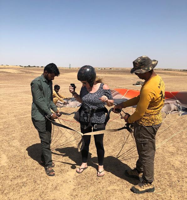 paraglider no deserto do Rajastão