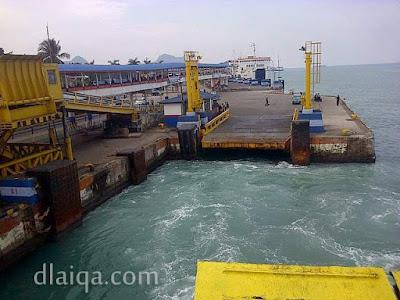 meninggalkan dermaga pelabuhan Bakauheni, Lampung