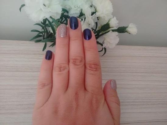 Unhas - esmaltação com Coelhada da BeatyColor e Crystal rosa da Avon