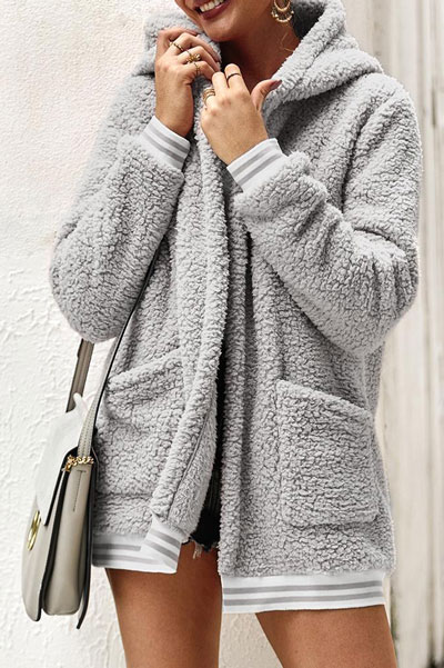 Looking for casual winter outfits? Consider these 23 Fabulous Winter Outfits To Get You Through The Season with Style. Fashion for Women via higiggle.com | #winter #fashion #hoodie