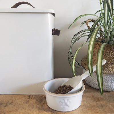 Medium chalk pet bin and dog bowl from Garden Trading -  so handy it comes with a scoop