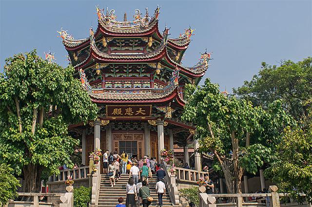 Sur le site du temple bouddhique de Nanputuo