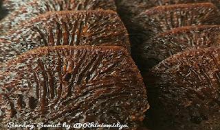 https://rahasia-dapurkita.blogspot.com/2017/10/resep-membuat-brownies-sarang-semut.htm