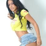 Andrea Rincon, Selena Spice Galeria 10 : Minifalda De Jean y Camiseta Amarilla Foto 15