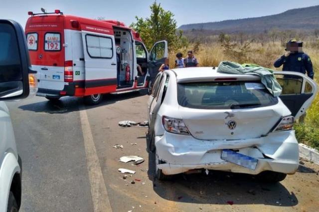Barreiras: Mulher morre e 8 ficam feridos em acidente com 3 carros