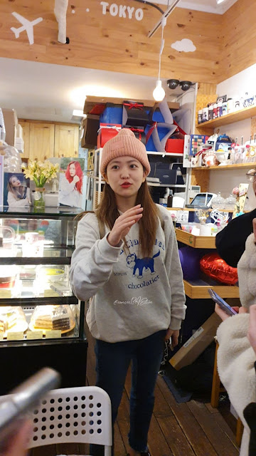 Yeri Red Velvet Kunjungi Kafe Yang Dihias Khusus Oleh Fans Untuk Ulang Tahunnya