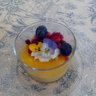 Mousse de mango con gelatina