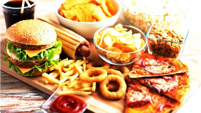 تجنب هذه الأطعمة لانها تزيد خطر الإصابة بالسرطان
