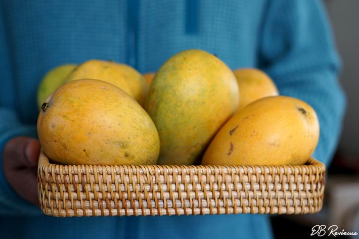 Handmade rattan tray with fruits