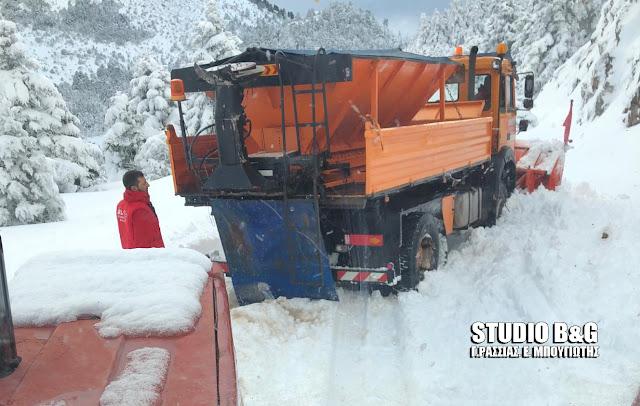 Άνοιξε από τα χιόνια ο δρόμος Νεμέα Λεβίδι - 1,5 μέτρο χιόνι στο διάσελο της Σκοτεινής