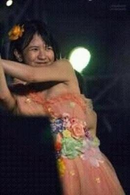 Viny JKT48 Melorot kemben