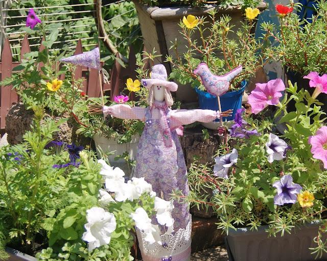 интерьер дома, дизайн дома, дизайн квартиры, интерьер квартиры, зимний сад, чучело купить, куклу купить, кукла в интерьере, кукла тильда купить, клумба, газон, цветник, сад и огород, дача, клумба на даче, оформление клумб, сад, клумбы своими руками, чучело, тильда, пугало, пугало огородное
