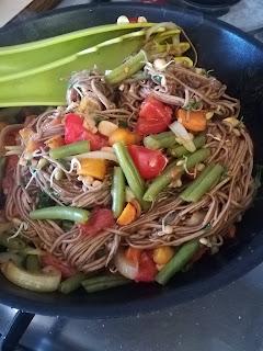 pad thai vegan con verdure