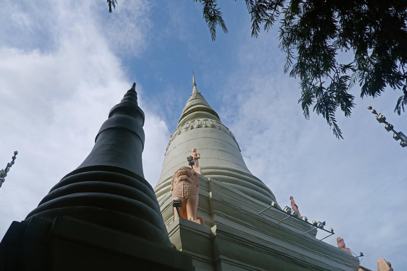 stupa wat phnom
