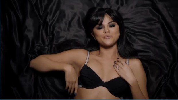 Música en imgane: Selena Gomez (Video: Hands To Myself)