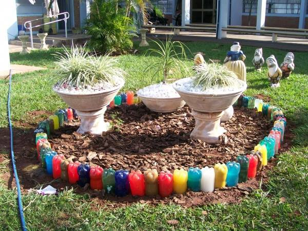 Botellas de pl stico recicladas para jardines y huertas for Casetas de plastico para jardin