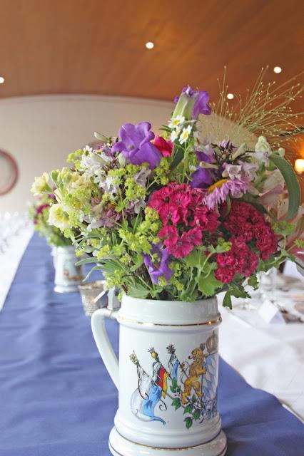 Bunte Wiesenblumen, Trachtenhochzeit in den Bergen von Bayern, Riessersee Hotel Garmisch-Partenkirchen, Wedding in Bavaria