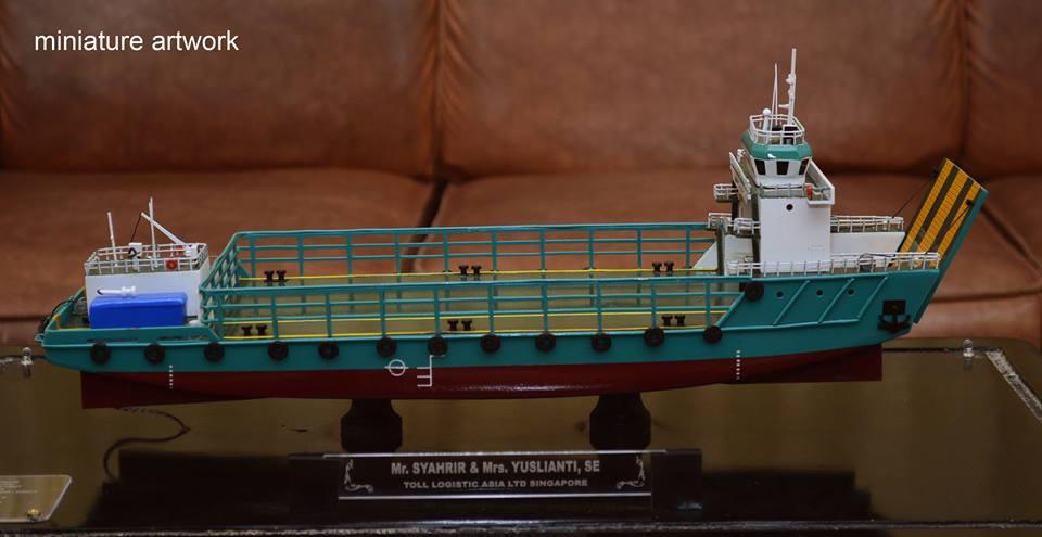 foto gambar miniatur kapal lct toll jade general cargo ship milik perusahaan toll logistic asia ltd singapura terbaru