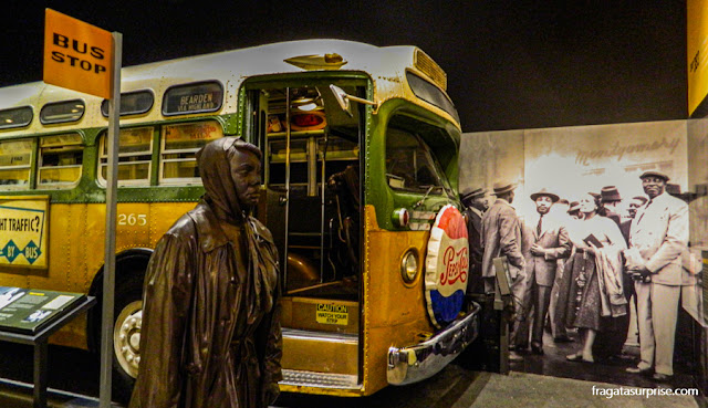 lembrança do boicote aos ônibus em Montgomery, Alabama, contra a segregação racial