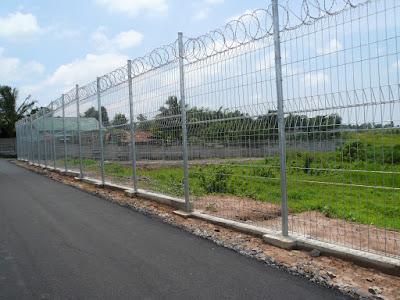 Proyek Kawat Silet Dan Pagar BRC Bandara Pattimura Ambon