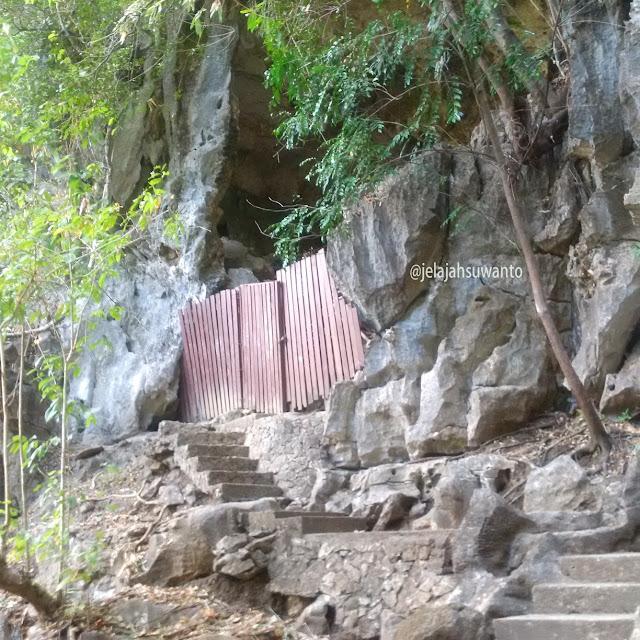 Sumpang Bita Cave