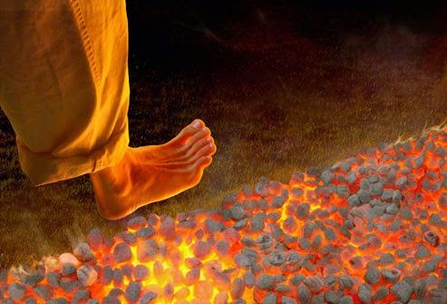 Cara Berjalan di Atas Api Tanpa Terluka