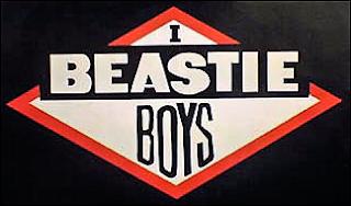Imagen con el logo de la banda de New York, Beatie Boys. Texto centrado en un rombo con borde rojo y fondo blanco. Arriba la letra I