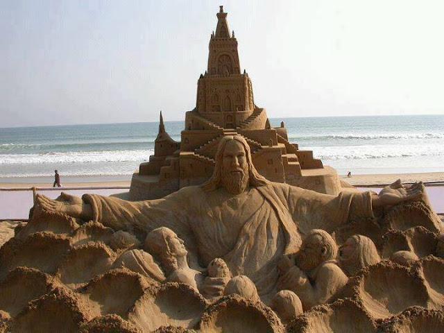 Những bức tượng Chúa được làm từ Cát tuyệt đẹp