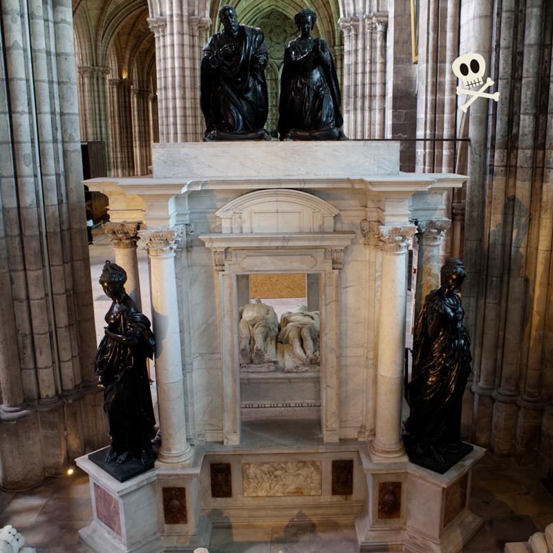 Ejemplo de transi tumba doble con priants u orantes de Enrique II y Catalina de Médicis
