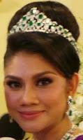 emerald tiara johor malaysia queen permaisuri raja zarith sofiah crown princess che puan khaleeda