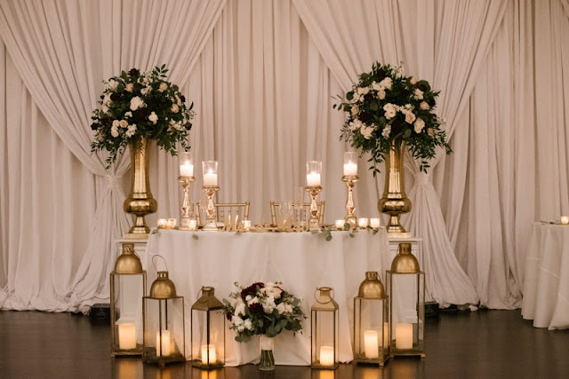 sweetheart table candles and flowers