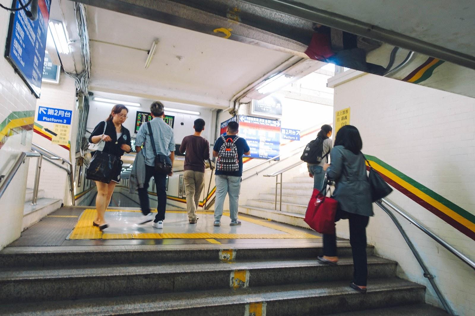 台湾鉄道で台南から高雄へ移動「...