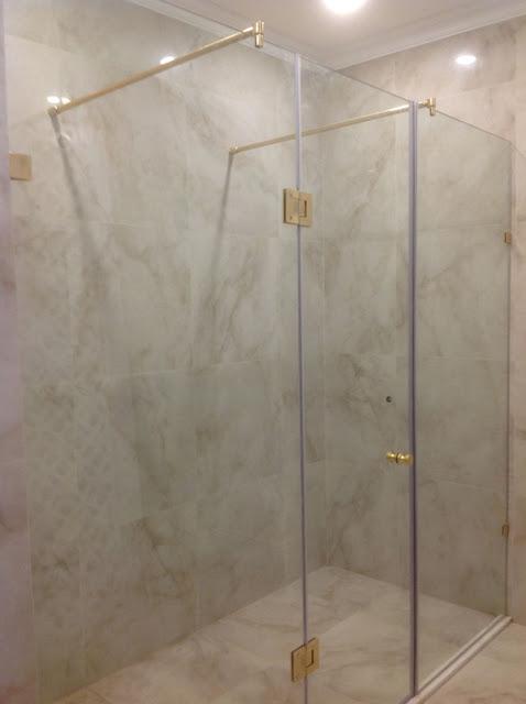 Giá cabin phòng tắm kính có đắt không ?