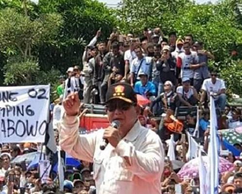 Kampanye di Ciamis, Prabowo Terharu Dapat Sumbangan Tasbih dari Pendukungnya
