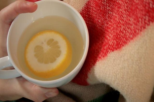 Sehat dengan Minum Air Lemon Hangat