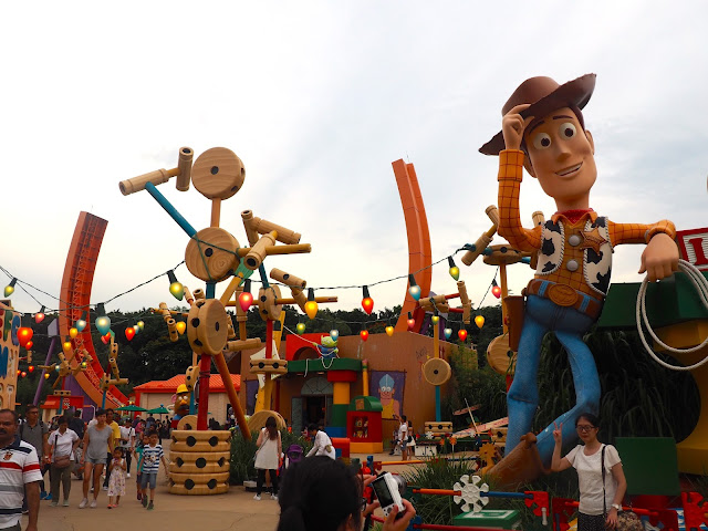 Woody at the entrance of Toy Story Land | Disneyland Hong Kong