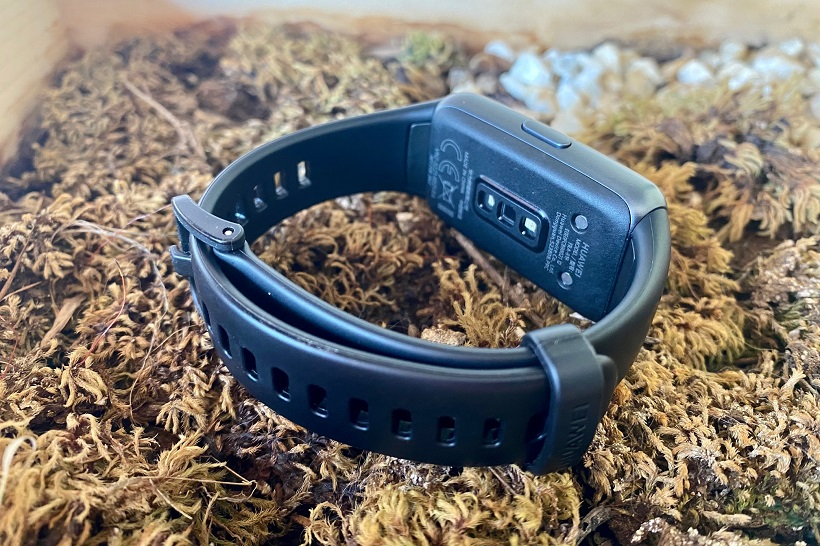 Unboxing the Huawei Band 6
