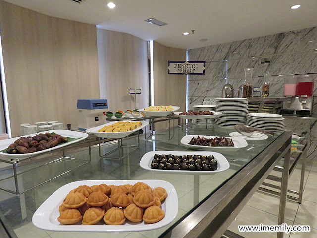 dessert counter and assorted kuih muih