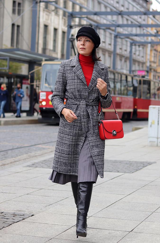 płaszcz w kratę stylizacje 2020 2021 2022