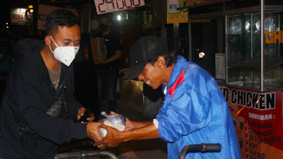 Program MARKISA, Kejari Kota Tangerang Berbagi Nasi Bungkus