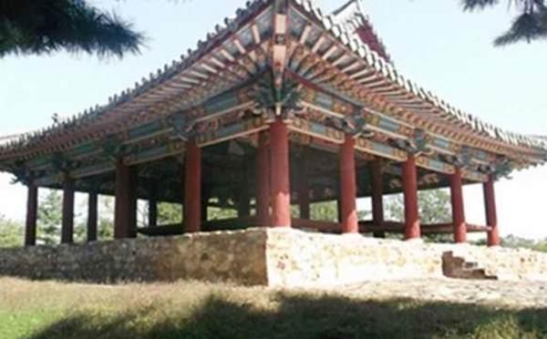 Thonggun Pavilion in Uiju