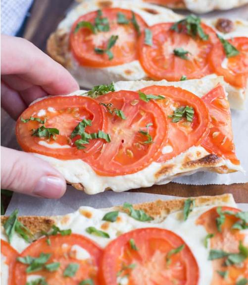 TOMATO BASIL MOZZARELLA TOASTS #vegetarian #mozzarella #tomato #dinner #shrimp
