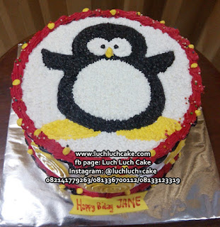 Pinguin Birthday Buttercream Cake